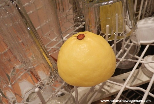 Lemons to refresh your dishwasher