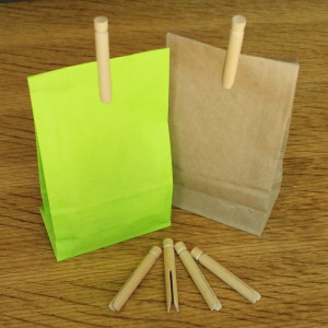 mini_wooden_dolly_pegs