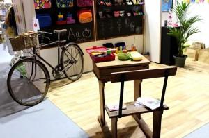 vintage-desk-and-bike